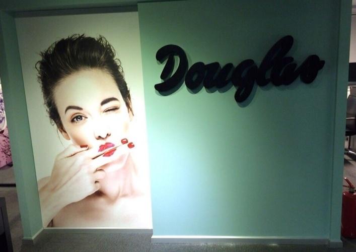 Douglas Cosmetics Office