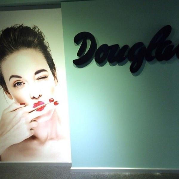Geschäfte der Parfümerie Douglas in Izmir, Istanbul und Ankara